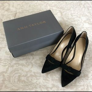 BRAND NEW Ann Taylor Black Suede Odette Bow Pumps